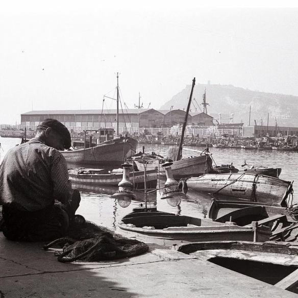 El Moll del Rellotge, surtiendo de pescadito al bar La Plata desde 1945.