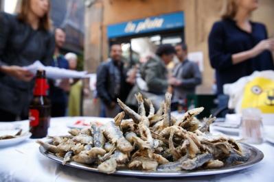 El pescadito del bar La Plata, el mejor de Barcelona.